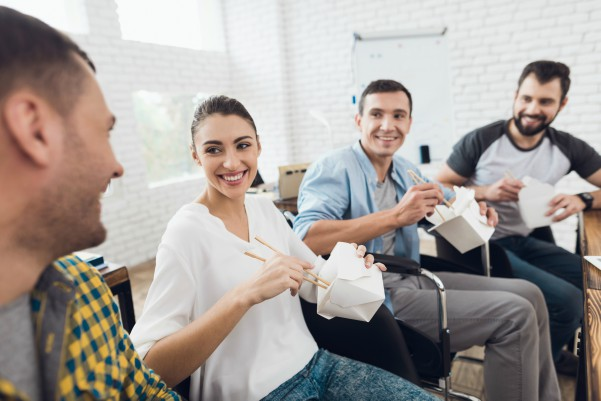 Connect with a colleague - 3 Reasons to Eat Away From Your Desk